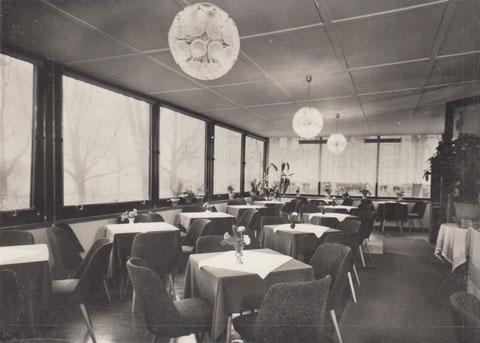 HO-Cafe am Bahnhof - Terasse Auslesebildverlag 1971