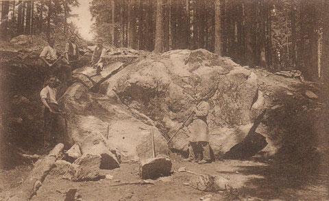 Ausgrabung des Granitblocks - Sammlung Anja König
