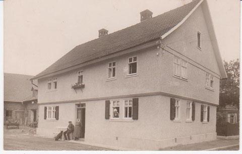 Haus Weyh 1939, rechts daneben ist die Fassade vom Elektrizitätswerk zu erkennen - Archiv F.E.Reich