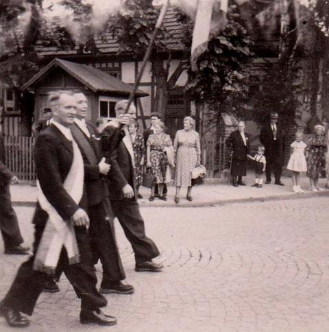 Sängerfest 1957 vor dem Löwen