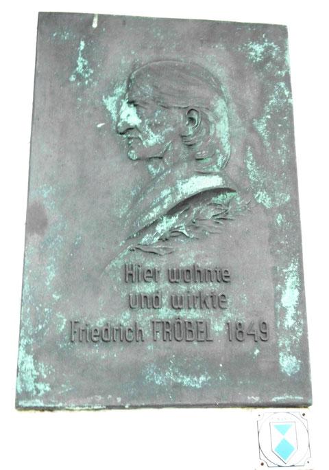 """Eine Leipziger Firma schuf dieses Kupferrelief - Aufnahme September 2012 am """"Hotel Fröbelhof"""", diese wurde 1966 angebracht"""