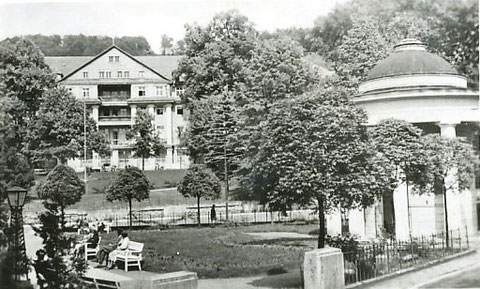 Neu gestalteter Hauptgiebel - Archiv W.Malek