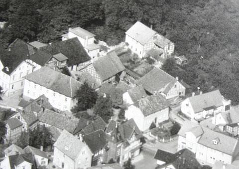 rechts oben ist das Bierhäuschen mit der sich in Richtung Süden angebauten Kegelbahn zu erkennen