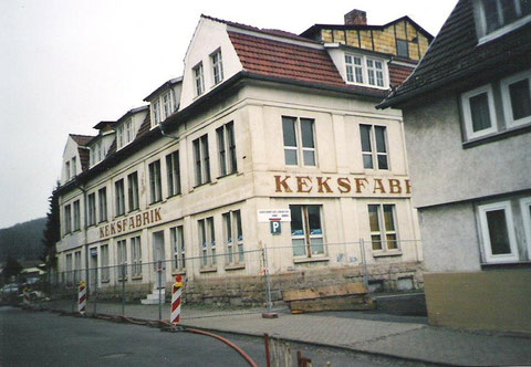 Im Jahr 2000 erfolgte der Abriß der Keksfabrik in der Barchfelderstraße - Archiv W.Müller