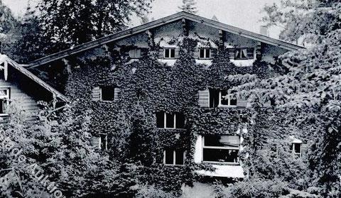 Rückseite des Klubhauses II 1968, links Nebengebäude