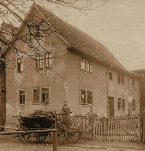 Leiterwagen in Schweina Haus Reich gegenüber den Lindenlichtspielen