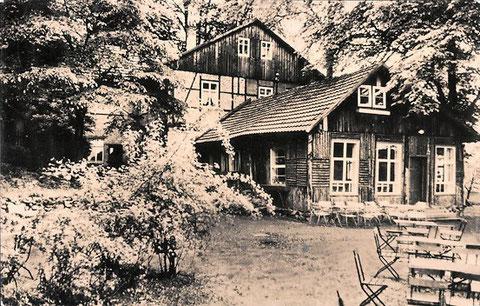 Auf der Karte, die 1964 von Liebenstein nach Nürnberg gelaufen war stand: Wir haben uns einen Trabant gekauft und den ersten Sonntagsausflug zum Knüppelshäuschen gemacht - einfach herrlich !