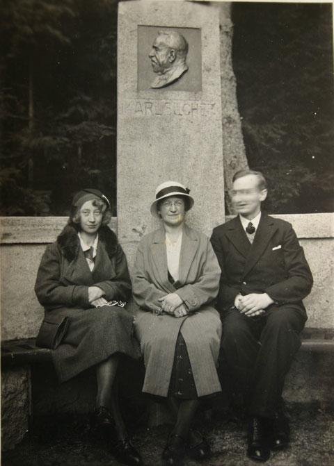 25.09.1932 von links Emilie Rudemann, geb. Hopf, Martha Hopf, Walter Rudemann