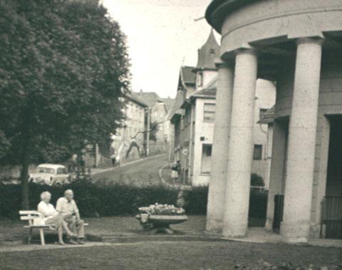 In der Bildmitte das Haus vom Herzoglichen Hofinstallateur Georg-Rudolf Schwarz - Aufnahme 1960er/70er - Archiv - W. Malek