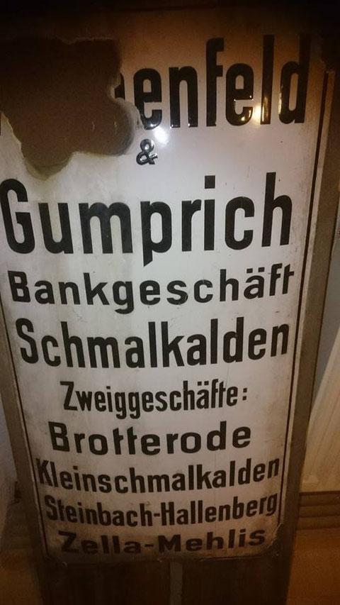 Emmaillieschild, das in der Liebensteiner Bahnhofstrasse 19 hing - Besitz von Roland Daigorat