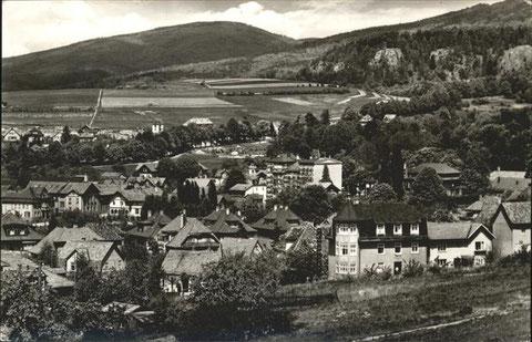 Im Vordergrund Haus am Aschenberg um 1960