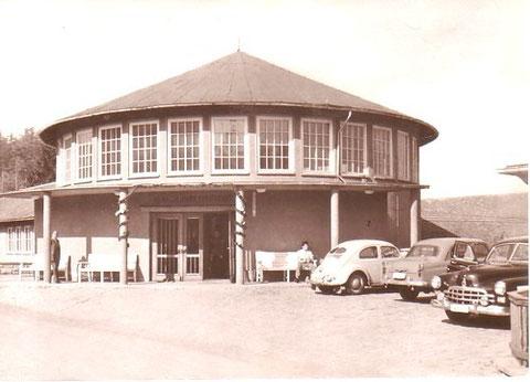 Heinrich-Mann-Sanatorium, Oberer Eingang, man beachte die geparkten Fahrzeuge ! - Archiv W.Malek