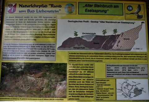 """Tafel: """"Alter Steinbruch am Eselssprung, der auch von der Firma Resch genutzt wurde - Aufnahme W. Malek"""