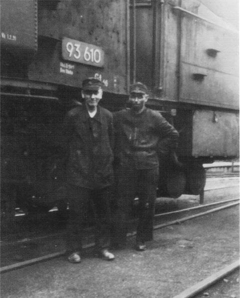 Dampflok 93610, die in den 1950ern von Bad Salzungen nach Steinbach gefahren war: Lokführer links war der Opa von Uwe Lindemann , der das Foto auch gepostet hat