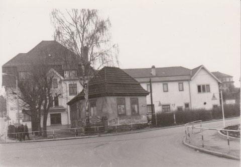 rechts neben dem Kegelhaus verlief die Kegelbahn -Archiv W.Malek