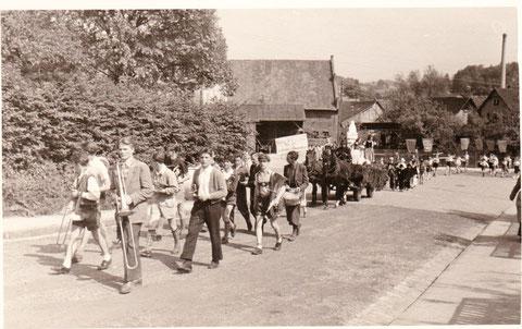 Blick von der Rohstrasse auf die Scheune und Stallungen Trautvetter/Annacker - Archiv W.Malek