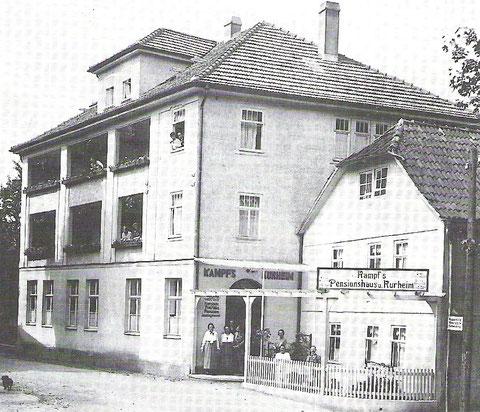 Vermutlich war die Imbissstube, das frühere kleine Kaffee Aschenbach, später zur Hälfte abgerissen worden ( betrifft das Gebäude rechts...)