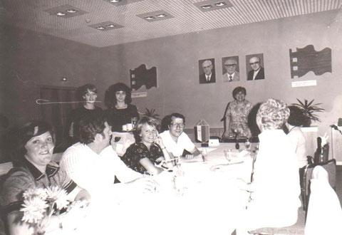 Büroalltag mit Grotewohl, Honecker und Sindermann als Beobachter - Aufnahme 1985 - Archiv W.Malek
