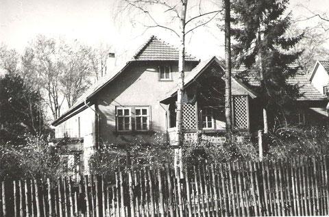Das Gebäude befand sich zum Zeitpunkt der Aufnahme im Besitz des Leuchtstoffwerkes - Archiv Werner Müller