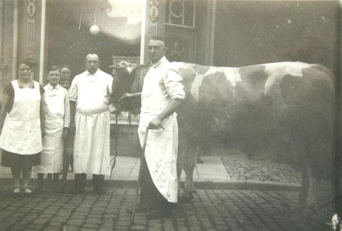 Fritz Amborn mit Angestellten in der Ratsstrassse Bad Salzungen - Archiv H.Luck