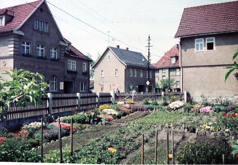 Beetgarten vor Fleischerei Hesse, vermutlich 1960er - nach Dia von Georg Lösser - Archiv Gunnar Möller