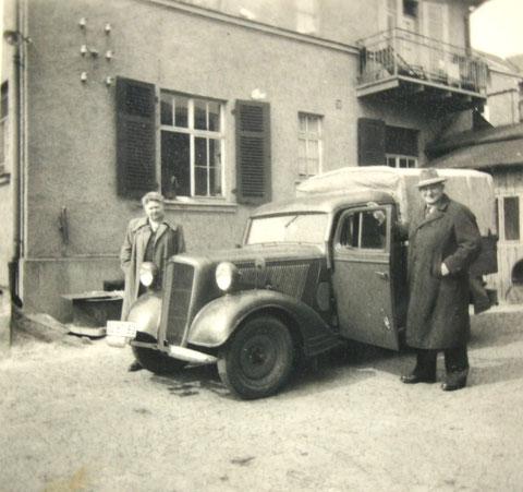 Lina & Fritz Amborn mit Opel Kastenwagen - Archiv H.Luck