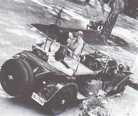 Albert Briel verabschiedet seine Gäste in der Esplanade vor der Olga