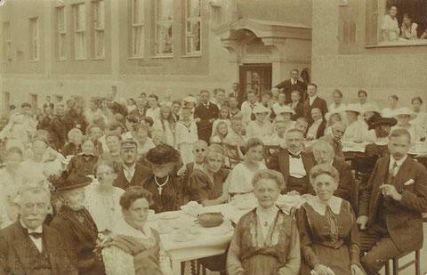links unten - der Jubilar Dr. Graf Wiser - Aufnahme Max Reich - Archiv Kai Ziegler