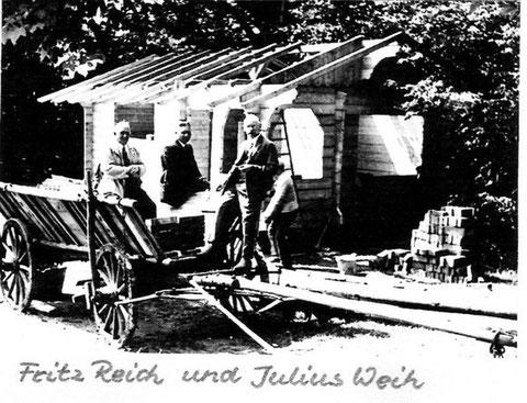 Blockhütte mit Fritz Reich und Julius Weih 1932