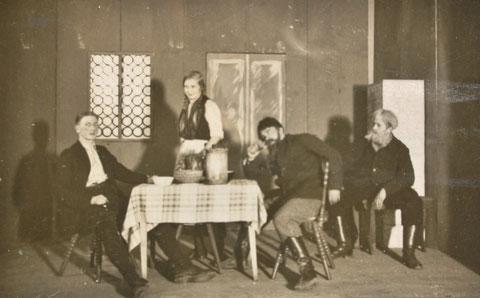 Turnhallenbaracke bei der Eröffnung am 07.01.1933  mit dem Apostelspiel von Max Mell