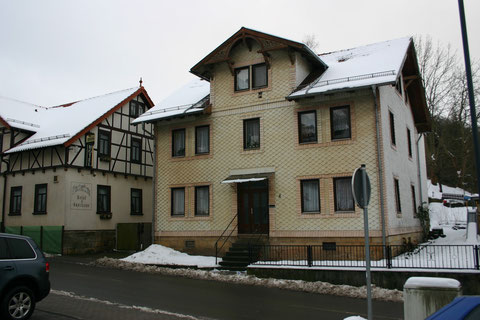 Aufnahme Januar 2013 - links neben dem ehemaligen Cafe ist das Hotel & Restaurant Klosterbräu zu erkennen