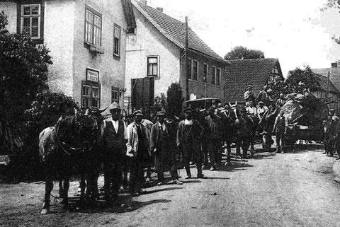 Transport des Steins für das Kriegerdenkmal - Archiv Werner Müller