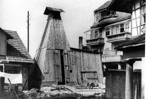 Verschalter Bohrturm, gelegen zwischen Friseur Hermann und Hotel Kampf -Archiv Lothar Abendroth