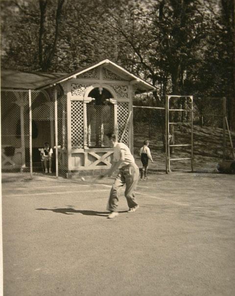 Tennisplatz Bernhard 1937 - Schüler Burmester - Archiv W.Malek