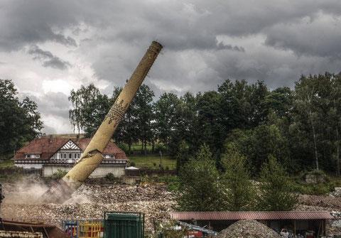 MEWA Schornsteinsprengung - Aufnahme von Ruinenschleicher