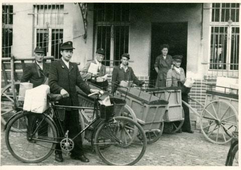 Postfahrrad hinter der Liebensteiner Post - Archiv Horst Schneider