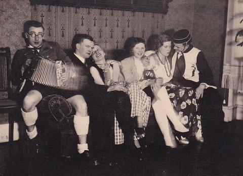 Fasching am 23.02.1935 in der Charlotte - Sammlung Familie Leinweber