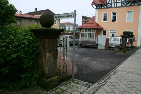 Drei verbliebene Eingangssäulen der ehemaligen Firma Luther - Aufnahme 28.05.2013