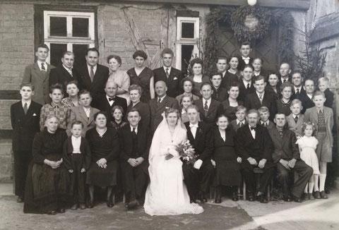 Hochzeit von Fritz Andreas, Das Foto entstand vor der Papiermühle in Schweina   - Sammlung Tobias Walther
