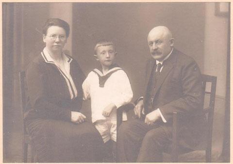 Max Wolter und Frau Berta mit Sohn Fritz, der 1922 geboren wurde - Archiv F.E.Reich