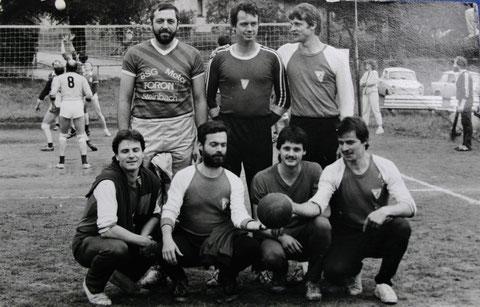 h.l. Dietrich Sauermilch, Eberhard Müller, Jürgen Lohse - v.l. Uwe Kühnert, Wolfgang Malek, Sportfreund  Kiphuth und Uwe Schwarz - Otto-Scharfenberg-Gedenkturnier - Ende 1980er