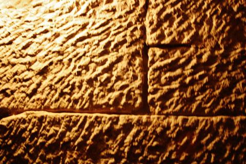 Behauene Sandsteinquader im Keller