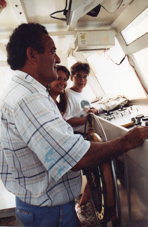 Con el capitán del barco. F. Pedro.