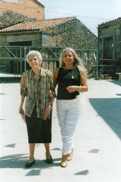 Con mamá a sus 91 años............¡ Y..........Está preciosa !