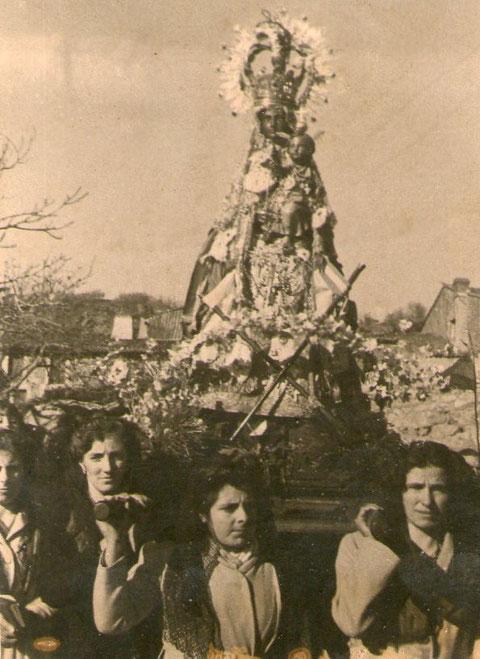 Procesión en la Puebla. P. Privada.