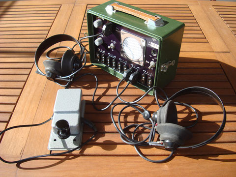 I6QON (c) TMG-1 Hungarian Training Console with headphone and key