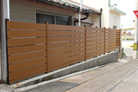 既存のブロック塀に目隠しルーバーを設置