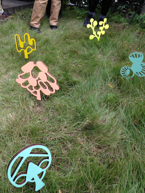 小木曽瑞枝さんの作品が個人宅の庭に設置されていました