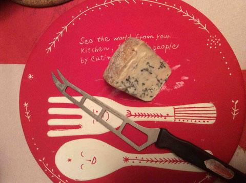 ご持参いただいたブルードーベルニュ、これもオーヴェルニュのチーズ。