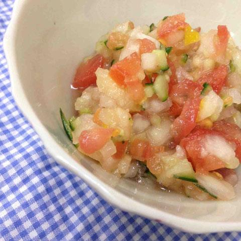 塩漬けレモンを使ってメキシカンサルサ風(好き嫌いが多い香菜はいれないことに)。ポークソテーやカレーにたっぷりのせれば、さっぱりヘルシー。